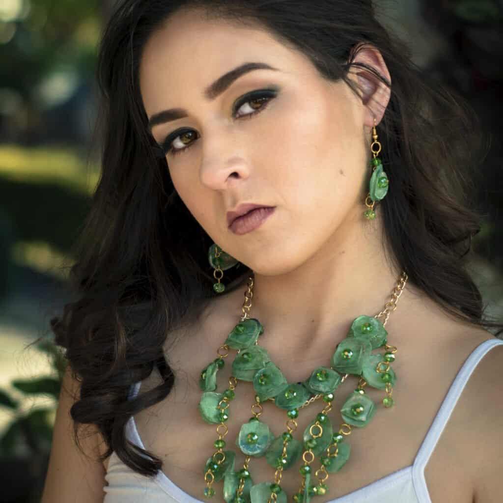 Collar de escama artesanal color verde