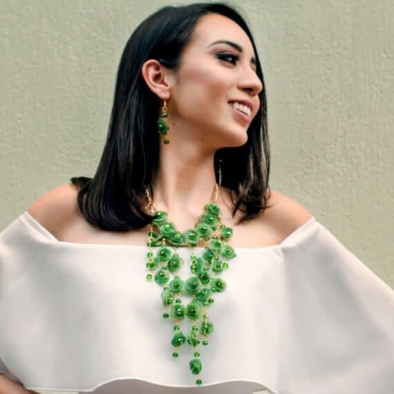 Collar de escama artesanal en color verde